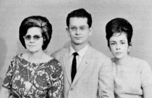 Doña María HaydÉe Navas de Terán, junto a su yerno Carlos Fonseca Amador, y su esposa María Haydée Terán.