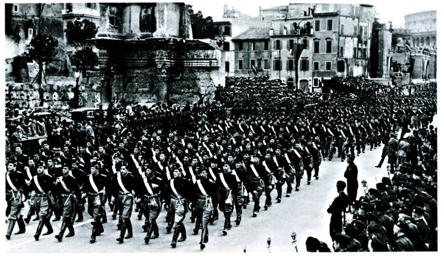 Los Camisas Negras italianos, que desfilaron por primera vez en 1921, sirvieron de inspiración para otras agrupaciones fascistas que surgieron en todo el mundo a partir de los años 30. Operaban como fuerzas de choque que promovían el fascismo.