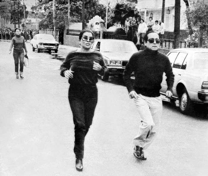 Dinorah Sampson corre por la calle de Asunción al encuentro del cuerpo destrozado de su amante