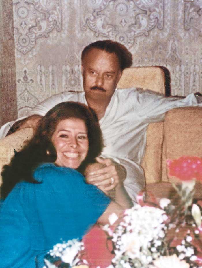 """El Poder de.  """"LA SEÑORITA SAMPSON"""" Admirada y Temida, Dinora Sampson controló buena parte del poder en el régimen somosista.  Durante 18 años fue amante del dictador y hoy viví con mucho hermetismo en Miami, donde finalmente se presentó con un norteamericano de origen nicaragüense.  Amigo confidente, crítico y un novio que tubo a punto de casarse se divulga este perfil a lo largo de lo que se conoce como """"la mujer más influyente de su época en Nicaragua. Reproducciones del Diario La Estrella de Nicaragua y la Revista Gente de Argentina"""