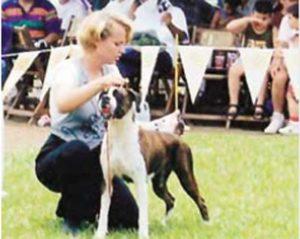 Corinna tiene dos criaderos de perros de raza, con reconocimiento nacional e internacional: