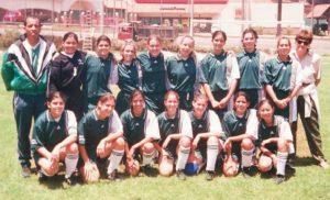 Junto a sus compañeras de equipo del Colegio Americano, durante un torneo centroamericano en Guatemala.