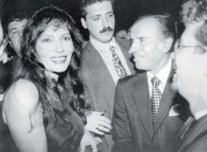 1994. Bárbara Carrera junto al ex Presidente argentino Carlos Menem.