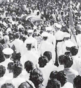 El entierro del caudillo fue multitudinario y aunque él lo había pedido sencillo tuvo honores de militar.