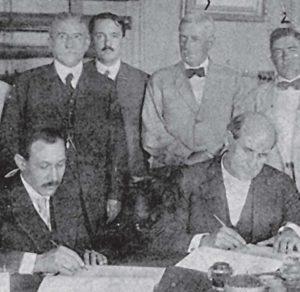 """En 1914, Emiliano Chamorro firmó con William Jennings Bryan un criticado tratado que concedió a los Estados Unidos la """"opción"""" de construir un canal interoceánico en Nicaragua."""