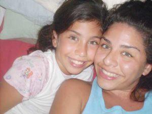 Junto a su hermana Francesca.