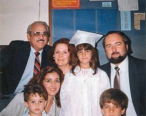 Estudió hasta tercer grado en Estados Unidos. Luego se graduó del Colegio Americano.