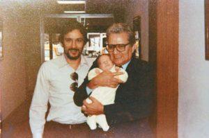 Junto a su hijo Guillermo y uno de sus nietos.