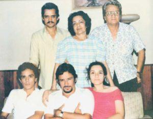Ésta es la última fotografía que los miembros de la familia Rothschuh Villanueva se tomaron juntos.