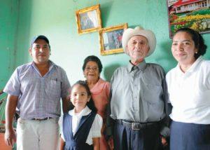Ésta es parte de la familia materna de Hilda Solís. Fotos de Bismarck Picado