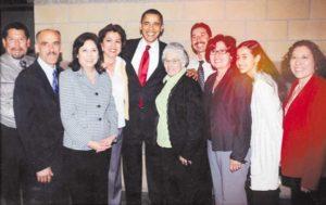 """""""Hilda siempre ha luchado por la gente común y corriente"""", dijo el Presidente Obama cuando nombró a Solís Secretaria del Trabajo. En la imagen la familia de Solís junto al Presidente."""