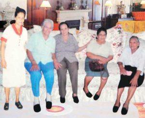 Las cuatro tías maternas de Hilda Solís junto a su mamá Juana Sequeira Möller.