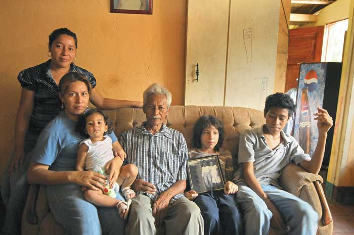 FOTOS DE GUILLERMO FLORES Y ARCHIVO