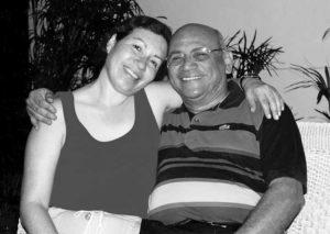 Infaltable: Tijerino no podría perdonar que en una entrevista suya no saliera en una foto con su adorada esposa  Auxiliadora Mercado.