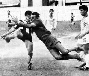En 1968 jugaba como portero del UCA-Jet. En la acción Tijerino se lanza para arrebatar el balón antes que Catarrito Cuadra, del Diriangén, lo fusilara.