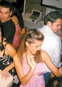 2002, Xiomara bailando en una fiesta con sus amigas. A esta reina le encanta bailar.