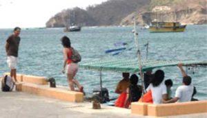 Turistas cuando atracan en el muelle de San Juan