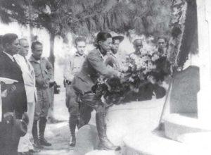 Sandino entrega una ofrenda floral en el Monumento Chapultepec