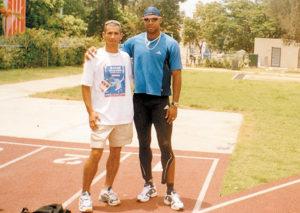 Villavicencio junto a Danny García, campeón olímpico en 110 metros con valla.