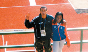 Mundial en Finlandia, 2005. Villavicencio junto a la costarricense Tracy, campeona centroamericana de 100 y 200 metros.