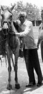 A mediados de los 90 le regalaron un caballo chontaleño a Camilo Zapata, en honor a su primera canción Caballito Chontaleño.