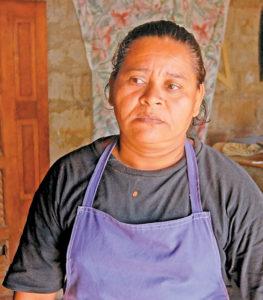 Sonia Reyes, hija de Filomena, es quien ahora se hace cargo de los gastos de su madre.