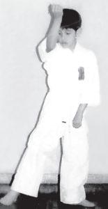 De siete años, Gutiérrez practicando taekwondo.