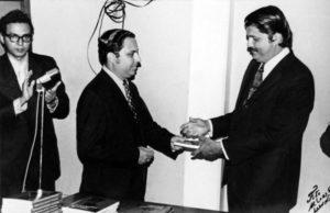 1971. Una vez Sergio Ramírez (derecha) declamó poesías acompañado del piano de Alejandro Serrano Caldera, en tertulias organizadas por Tünnermann (al centro).