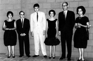 1959. Sergio Ramírez, al centro cuando era muchacho estudiante de derecho, de 17 años en León. Por aquellos días recitó poesías de Rubén Darío.
