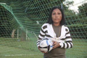 En la temporada 2013-2014, Reyna Espinoza asumió el entrenamiento del equipo de futbol masculino de su natal Chinandega. Se han mantenido en Primera División por tres temporadas consecutivas.