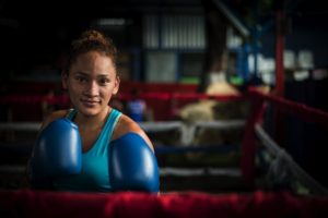 Scarleth Ojeda, de 20 años, es la mejor prospecto del boxeo femenino en los 57 kilos, según la Crónica Deportiva. Foto Oscar Navarete.