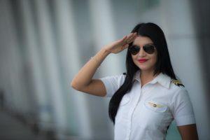 Anielka Espino sigue en entrenamiento para su licencia de piloto privado, pero su sueño es volar un helicóptero. Foto Oscar Navarrete.