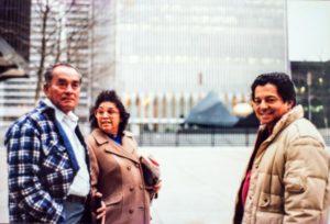 En Nueva York, durante una de sus visitas a su hermana Iris .