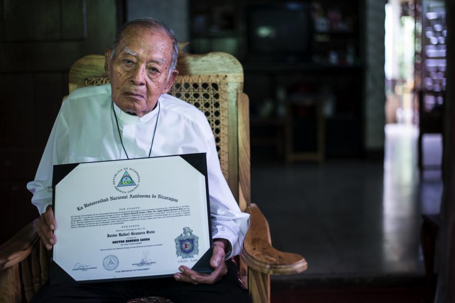 Este año recibió el reconocimiento Doctor Honoris Causa de la UNAN-León. Foto Oscar Navarrete.