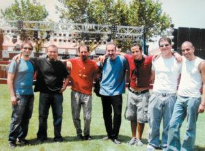 En 2004 en el Festival de Música APTC en Zaragoza, España. Ramón, su primo Augusto, representantes de Ideay Producciones y los músicos con los que grabó Romper el silencio.
