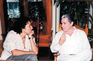 En 1996 Ramón asumió el nombre artístico de Perrozompopo. En la foto está con su tío Luis Enrique, durante una reunión familiar en casa de su padre.