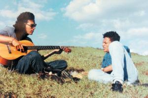 En la loma Jean Morrison, en El Crucero, con Junior Escobar, cantautor nicaragüense ahora residente en Italia. En 1992 Ramón Mejía y algunos de sus primos formaron un grupo de rock llamado Simetra.