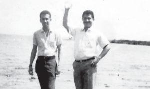 César Andrade al lado del maestro de la música, Tránsito Gutiérrez, en san Juan del Sur. Además de las presentaciones en bares y hoteles, como El Ron Ron antes del terremoto o el María Bonita después, el dúo amenizaba fiestas particulares en cualquier  lugar.