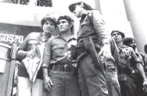 Con Eden Pastora y Humberto Ortega, atrás Walter Ferretti. Agosto 1989, entierro de Carlos Fonseca Amador.