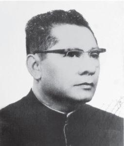 De un libro viejo, pasta negra, se sacan todas esta fotografías de los años 50, cuando estuvo de misión en Matagalpa, Jinotega. Anduvo en ríos, montó bestias en representación del Obispo en aquellos años duros.