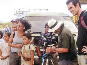 Yasin Gutiérrez dirige al equipo durante la filmación de El Camino.