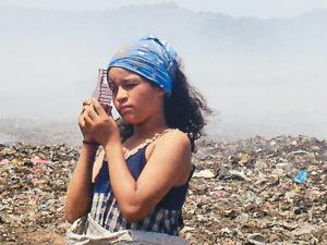 Sherling en la película El Camino protagonizó a una niña de La Chureca. Ella vive en Acahualinca.
