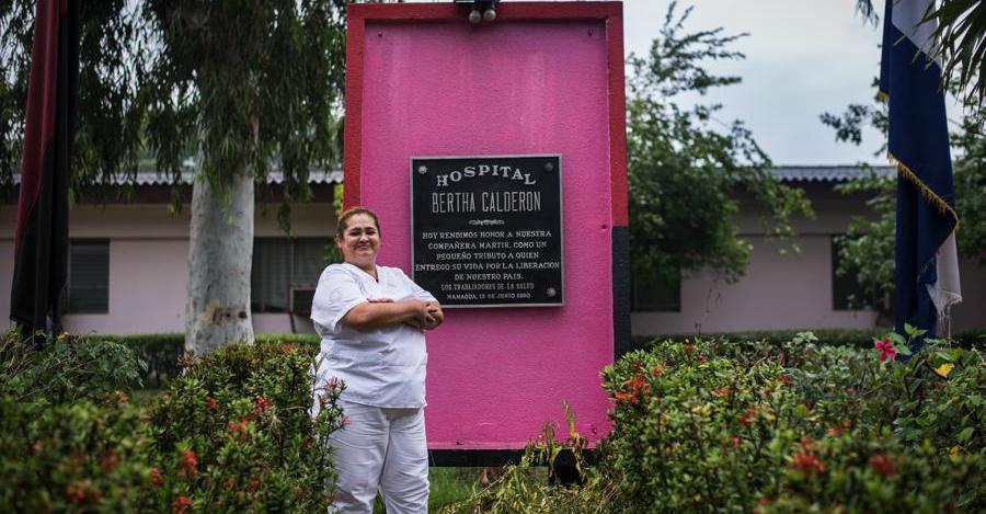 Indiana Morales Gutiérrez es hija de Sonia María, sobrina de Bertha. No la conoció, pero su familia se encargó de contarle la historia. Es también enfermera y trabaja en el Hospital Bertha Calderón Roque. Foto Oscar Navarrete.