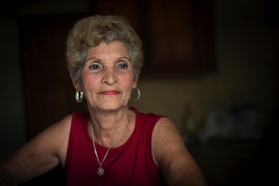"""Sonia María Gutiérrez Roque, prima hermana de Bertha. """"Era una mujer muy educada, cariñosita con sus pacientes, una excelente enfermera"""", la recuerda. Foto Oscar Navarrete."""