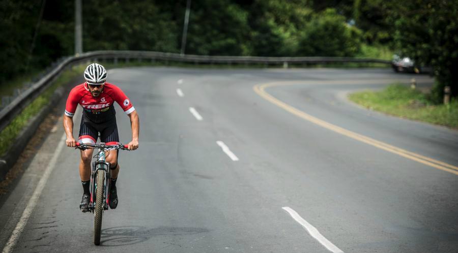 Ahora Jorge Rocha, de 29 años, es un preparador físico certificado, ciclista de montaña por pasión y ha representado al país en tres triatlones.