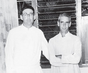 1966, una de las pocas fotos donde los hermanos sacerdotes, Fernando y Ernesto Cardenal Martínez, aparecen con sotana