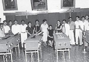 Los cuerpos de los jóvenes muertos fueron velados en el paraninfo de la Universidad.