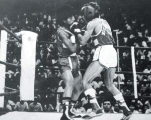 Herrera fue un púgil de la categoría mosca, de 112 libras.