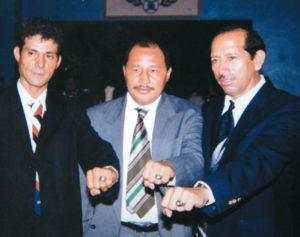 En el centro, Herrera junto con glorias del deporte nacional en el Salón de la Fama.
