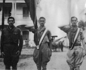 Al centro en un desfile de los boy scouts, a su derecha está Rafael Córdova Rivas (q.e.p.d.).